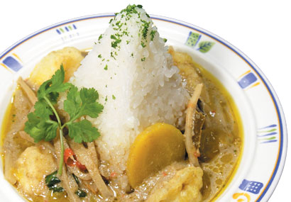Pyramid green curry